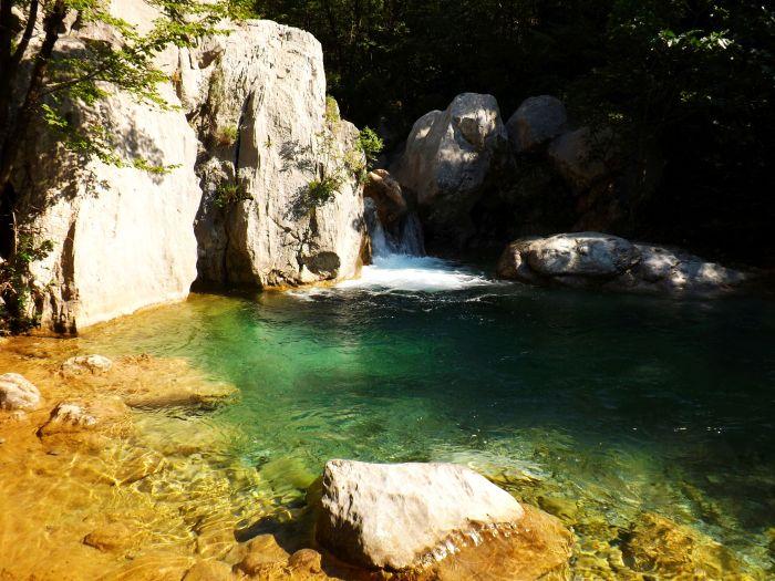 Pozas que invitan a bañarse, parque nacional de Paklenika