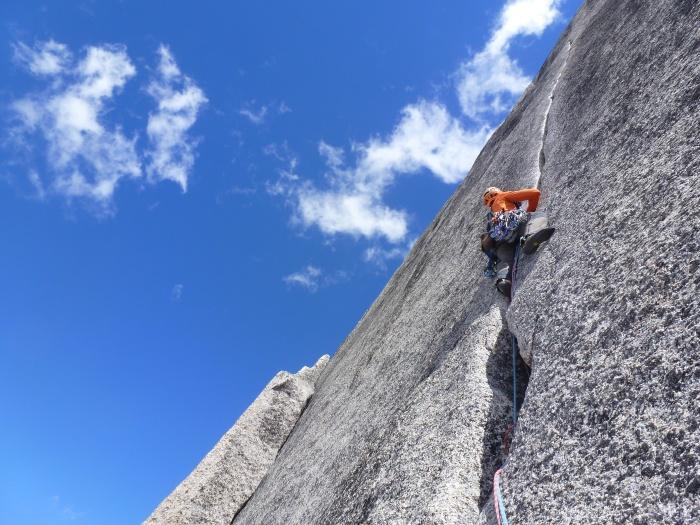 Penúltimo largo de la Sunshine Crack al Snowpatch spire, Bugaboos
