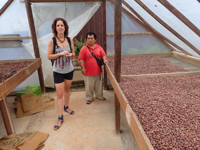 En el secadero cooperativo de cacao de El Castillo.