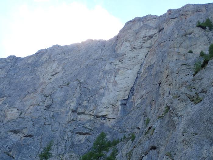 Pared principal de Valea Alba, también conocida por el nombre del refugio (Costila)
