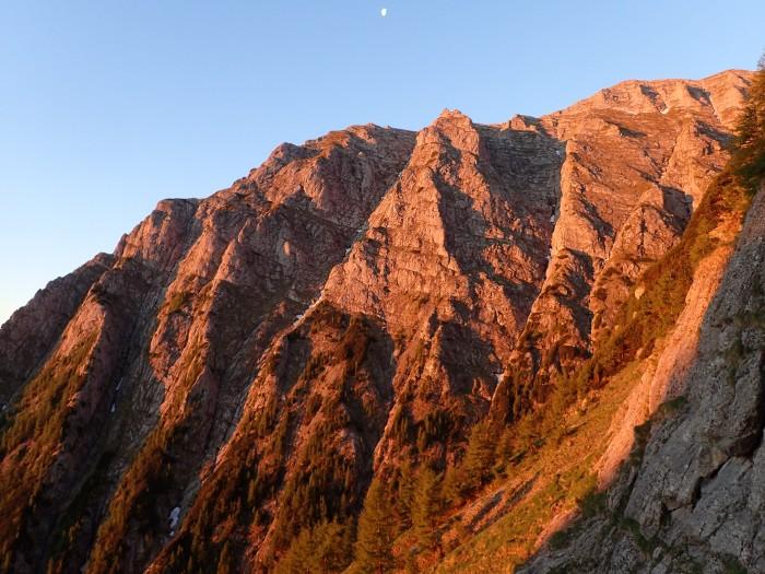 atardecer en el Valea Alba, Busteni, parque nacional de Bucegi