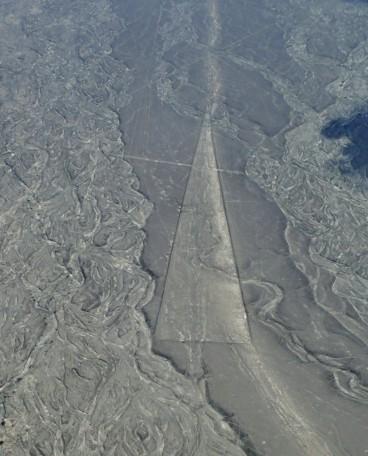 Triángulo de varios cientos de metros, Líneas de Nazca