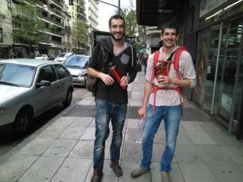Con Pablo y su kit de bienvenida