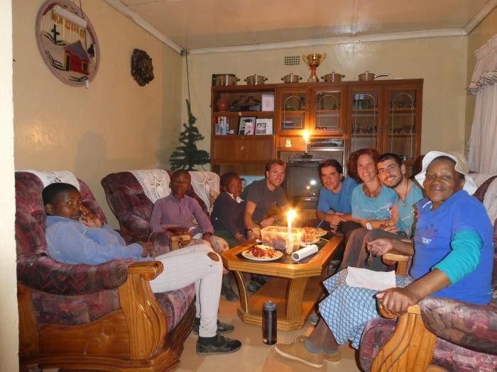 Cenando en Malealea con Marinetti, la mujer que nos dejó dormir en su casa