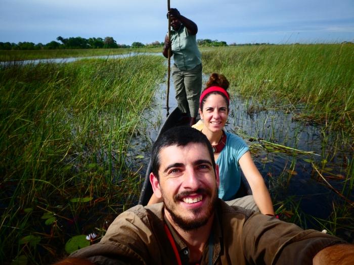 Paseo en mokoro por el delta del Okavango (unos 12 euros por 3-4 horas)