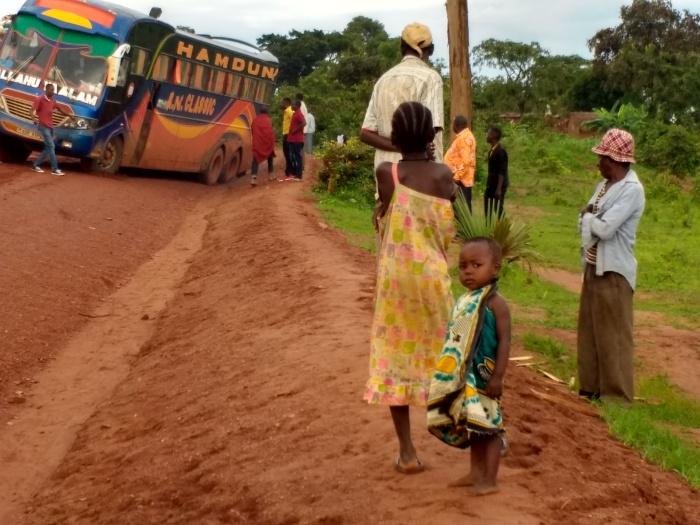 Atascados en el barro entre Sumbawanga y Kigoma, más de 400km sobre barro