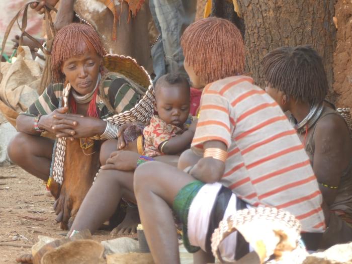 Mujeres Hamer en el mercado de Dimeka