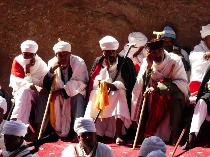 Sacerdotes ortodoxos en Lalibela en plena reunión
