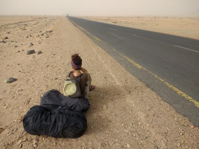 Largas esperas al sol haciendo dedo en el norte de Sudán