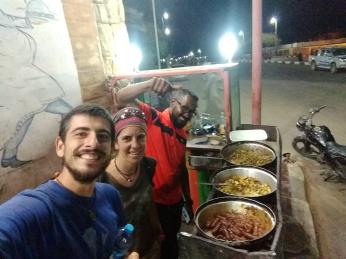 Con Mohammed, maestro de escuela durante el día y chef por la noche. Nos invitó a cenar esa noche