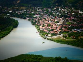Vistas desde Jvari, unión de dos ríos